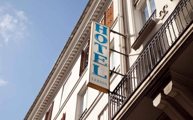 Hotel Lebron вид на фасад