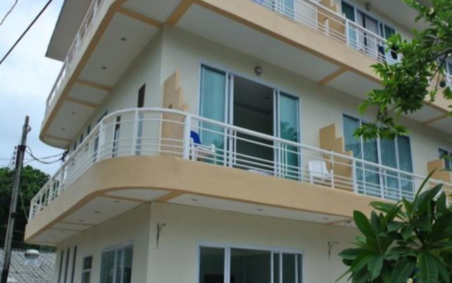 Отель Jomthong Guesthouse вид на фасад