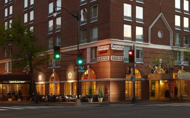 Отель Fairfield Inn & Suites by Marriott Washington, DC/Downtown вид на фасад