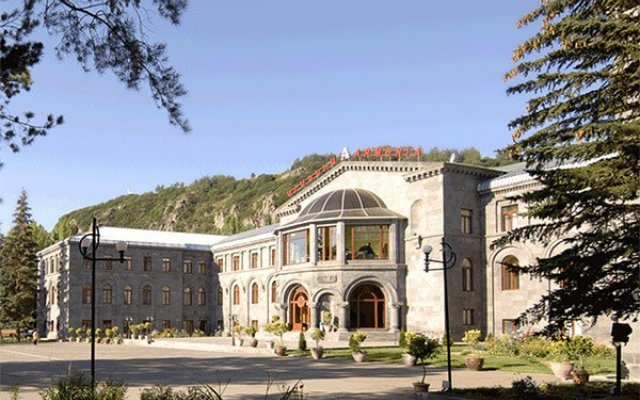 Отель Армения вид на фасад