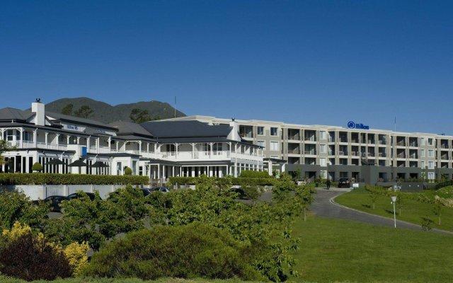Отель Hilton Lake Taupo вид на фасад