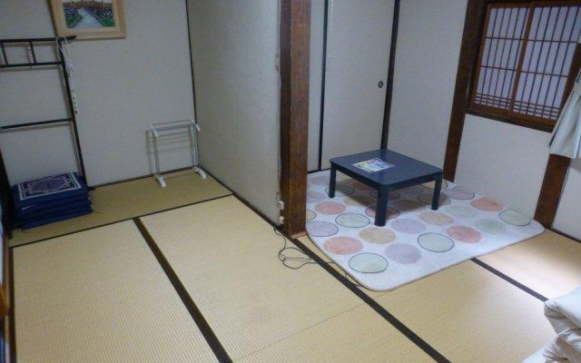 Omihachiman Youth Hostel Омихатиман удобства в номере