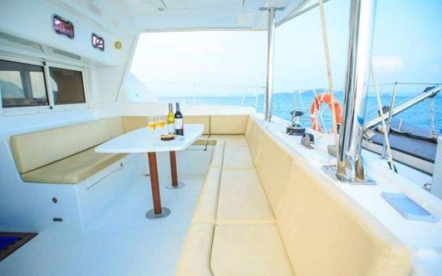 Отель Discover Catamaran Phuket - LAGOON440 Таиланд, пляж Май Кхао - отзывы, цены и фото номеров - забронировать отель Discover Catamaran Phuket - LAGOON440 онлайн