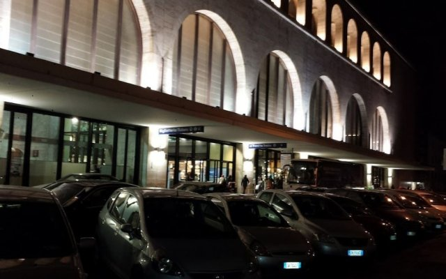 Отель Bed and Breakfast Cialdini 13 вид на фасад