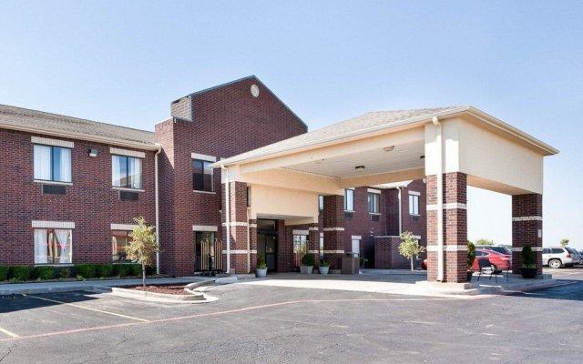 Отель Comfort Suites Plainview вид на фасад