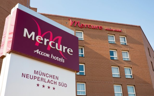 Отель Mercure Hotel Muenchen Neuperlach Sued Германия, Мюнхен - 9 отзывов об отеле, цены и фото номеров - забронировать отель Mercure Hotel Muenchen Neuperlach Sued онлайн вид на фасад