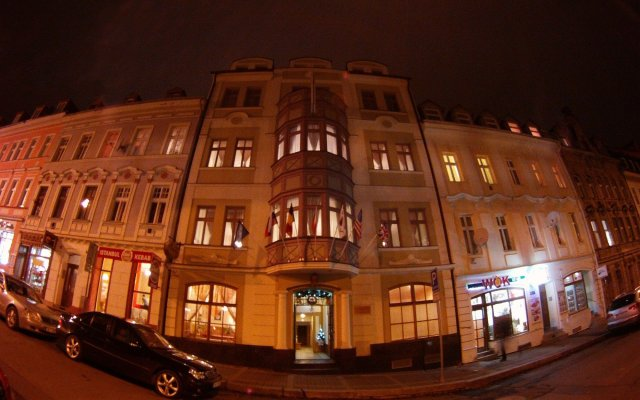 Отель Ea Derby Карловы Вары вид на фасад