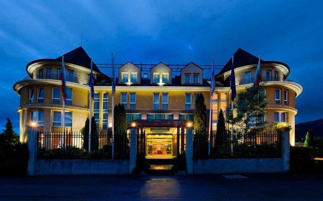 Отель Maison Hotel Болгария, София - 2 отзыва об отеле, цены и фото номеров - забронировать отель Maison Hotel онлайн вид на фасад