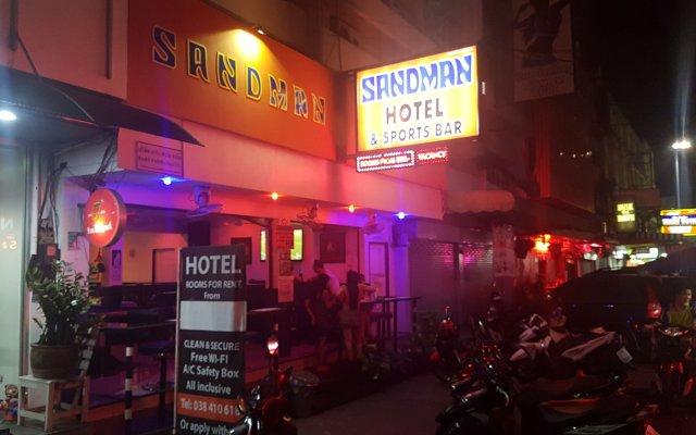 Sandman hotel and Sports bar вид на фасад