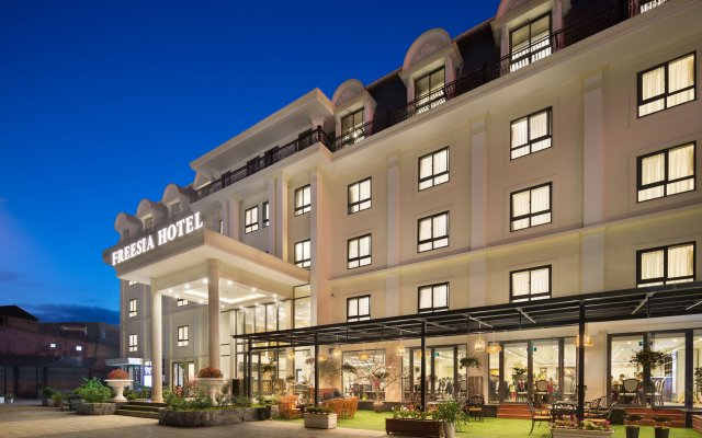 Freesia Hotel вид на фасад