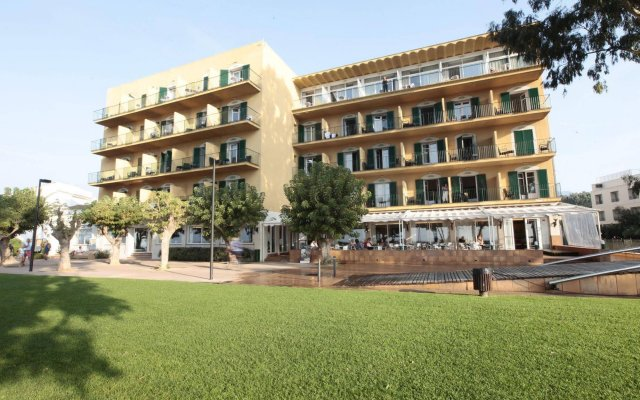 Отель Prestige Coral Platja Испания, Курорт Росес - отзывы, цены и фото номеров - забронировать отель Prestige Coral Platja онлайн вид на фасад