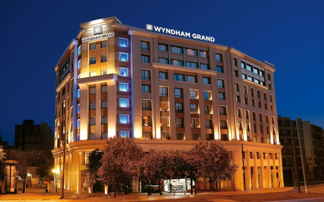Отель Wyndham Grand Athens вид на фасад