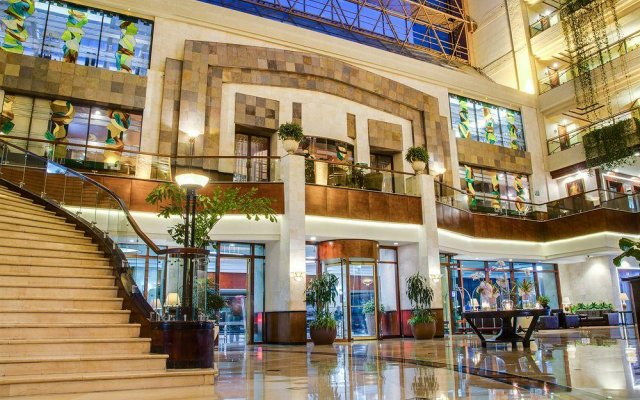 Grand Tikal Futura Hotel вид на фасад