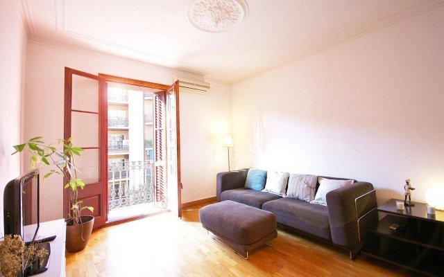 Отель Flateli Aribau Барселона комната для гостей
