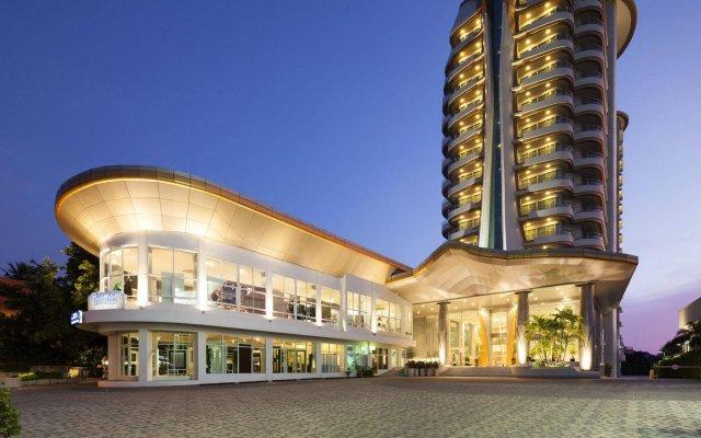Отель Viva Garden Managed By Bliston Бангкок вид на фасад