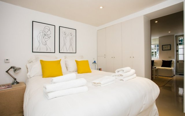 Отель 2 Bed Flat Near Kensington Gardens Лондон комната для гостей