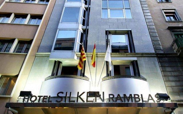 Отель Silken Ramblas вид на фасад