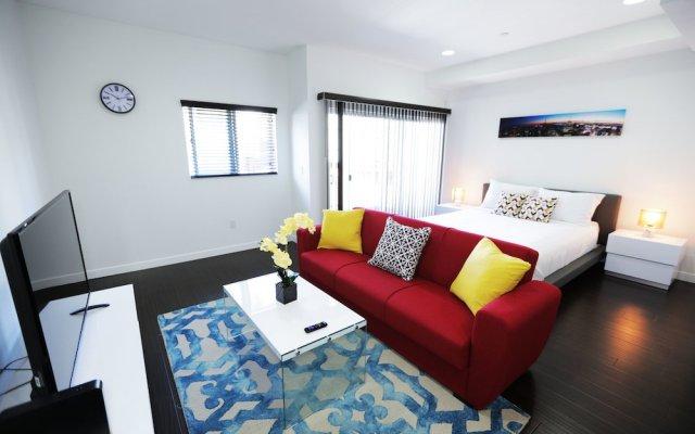 Отель Cosmopolitan Suites комната для гостей