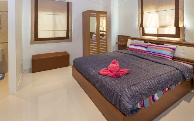 Отель Baan Kanittha - 6 Bedrooms GT Pool Villa комната для гостей