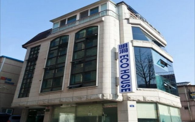 Отель Myeongdong ECO House вид на фасад