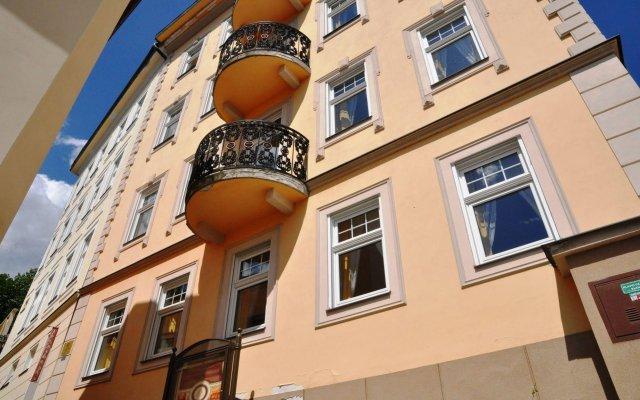 Отель FESTIVAL Hotel Apartments Чехия, Карловы Вары - отзывы, цены и фото номеров - забронировать отель FESTIVAL Hotel Apartments онлайн вид на фасад