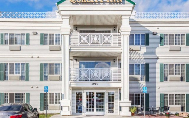 Отель Quality Inn вид на фасад