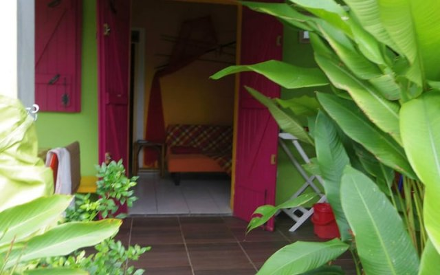 Отель Bungalow With one Bedroom in Guadeloupe, With Pool Access, Enclosed Ga вид на фасад