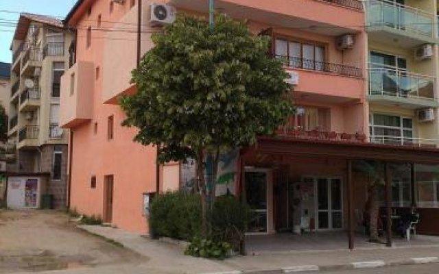 Отель Guest House Mihaela Болгария, Свети Влас - отзывы, цены и фото номеров - забронировать отель Guest House Mihaela онлайн вид на фасад