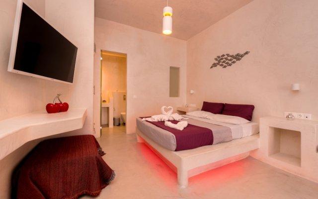 Отель The Muse Of Santorini - Jacuzzi Suites Греция, Остров Санторини - отзывы, цены и фото номеров - забронировать отель The Muse Of Santorini - Jacuzzi Suites онлайн комната для гостей