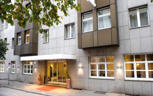 Отель Wyndham Garden Düsseldorf City Centre Königsallee вид на фасад
