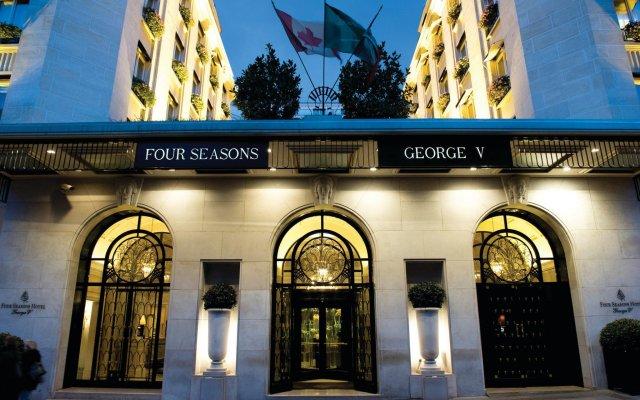 Отель Four Seasons George V Париж вид на фасад