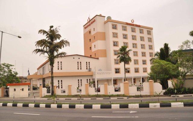 Отель Transcorp Hotels вид на фасад