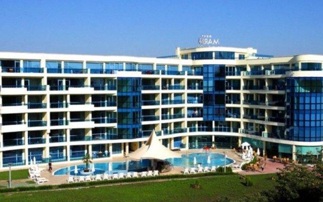 Отель Aparthotel Marina Holiday Club & SPA - All Inclusive Болгария, Поморие - отзывы, цены и фото номеров - забронировать отель Aparthotel Marina Holiday Club & SPA - All Inclusive онлайн вид на фасад
