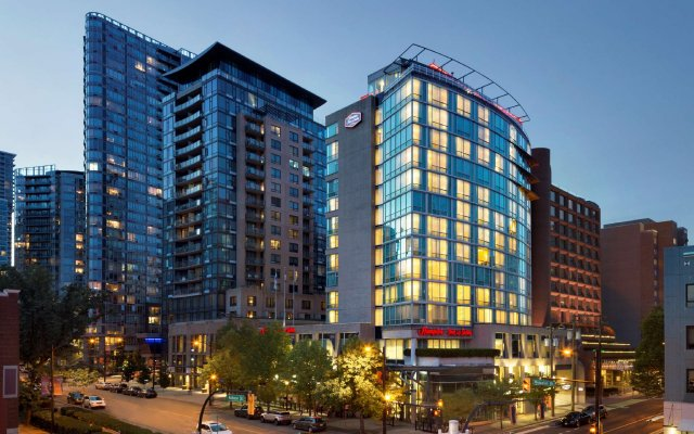 Отель Hampton Inn and Suites by Hilton, Downtown Vancouver Канада, Ванкувер - отзывы, цены и фото номеров - забронировать отель Hampton Inn and Suites by Hilton, Downtown Vancouver онлайн вид на фасад