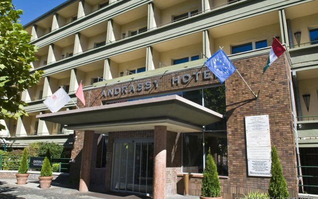 Mamaison Hotel Andrassy Budapest вид на фасад