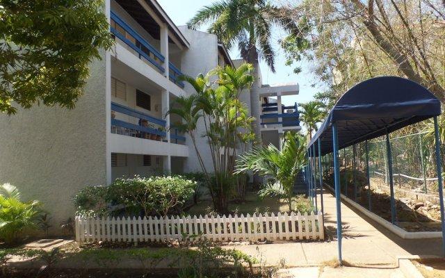 Отель Garden Beach Studios at Montego Bay Club Ямайка, Монтего-Бей - отзывы, цены и фото номеров - забронировать отель Garden Beach Studios at Montego Bay Club онлайн вид на фасад