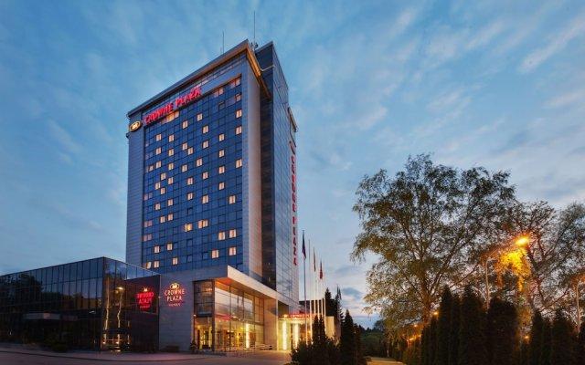Отель Crowne Plaza Vilnius Вильнюс вид на фасад