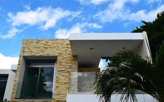 Отель Sayab Hostel Мексика, Плая-дель-Кармен - отзывы, цены и фото номеров - забронировать отель Sayab Hostel онлайн вид на фасад