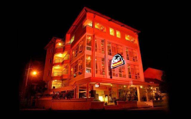Отель Choy's Waterfront Residence вид на фасад