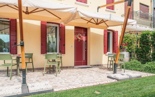 Отель Little House Лимена