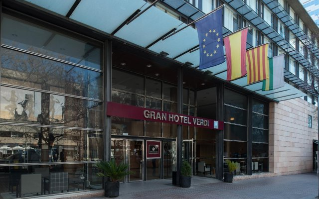 Catalonia Gran Hotel Verdi вид на фасад