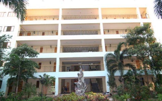 Отель 13 Coins Airport Minburi Бангкок вид на фасад