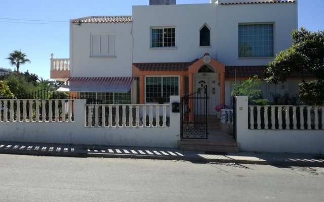 Отель Koulla's Guesthouse Кипр, Хлорака - отзывы, цены и фото номеров - забронировать отель Koulla's Guesthouse онлайн вид на фасад