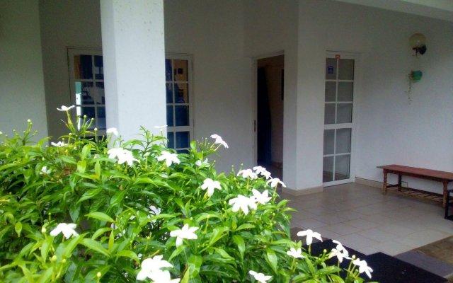Negombo Blue Villa Hotel вид на фасад