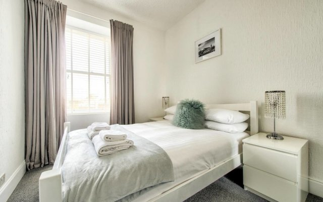 Modern 2BR Home on the Royal Mile!