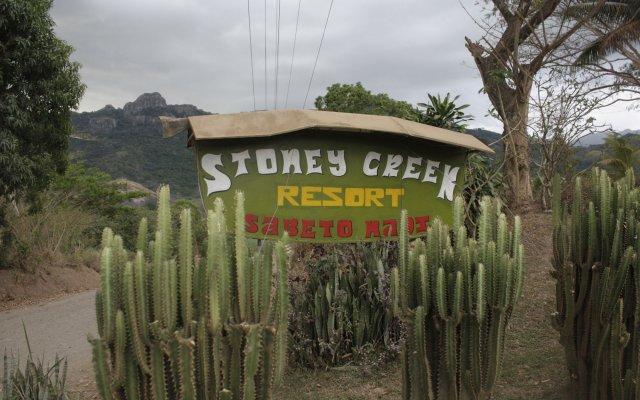Stoney Creek Resort - Hostel Вити-Леву вид на фасад