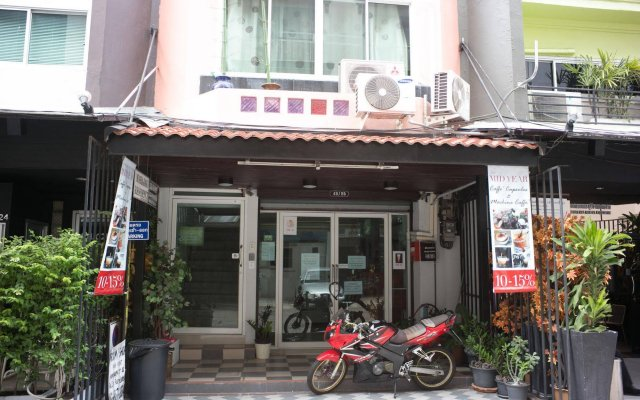 Отель Zen Rooms Mahajak Residence Бангкок вид на фасад