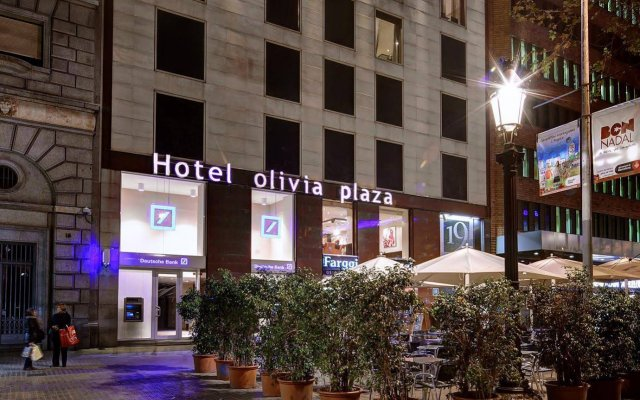 Отель Olivia Plaza Барселона вид на фасад