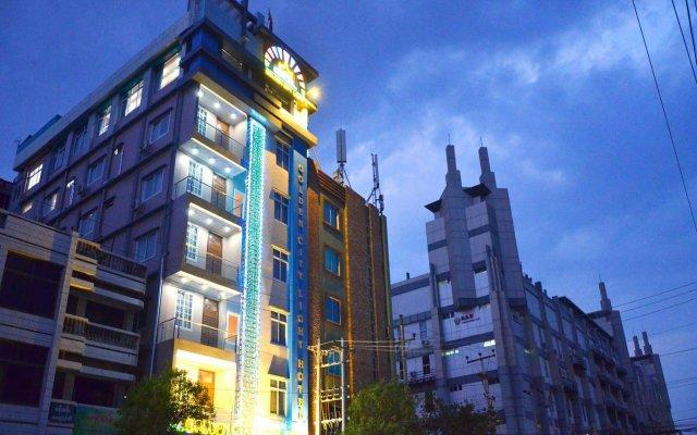 Golden City Light Hotel вид на фасад