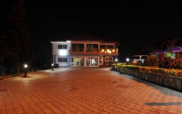 Отель Mount Pleasant Inns & Apartment Гана, Кофоридуа - отзывы, цены и фото номеров - забронировать отель Mount Pleasant Inns & Apartment онлайн вид на фасад